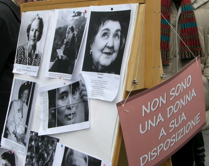 Cartelli in Piazza Arringo