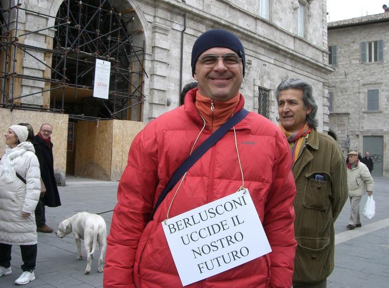 Manifestanti in Piazza Arringo