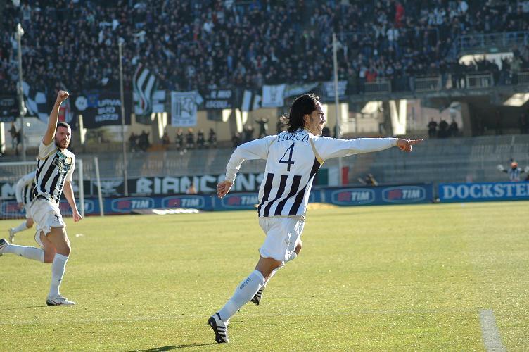 Faisca esulta dopo il gol a Piacenza