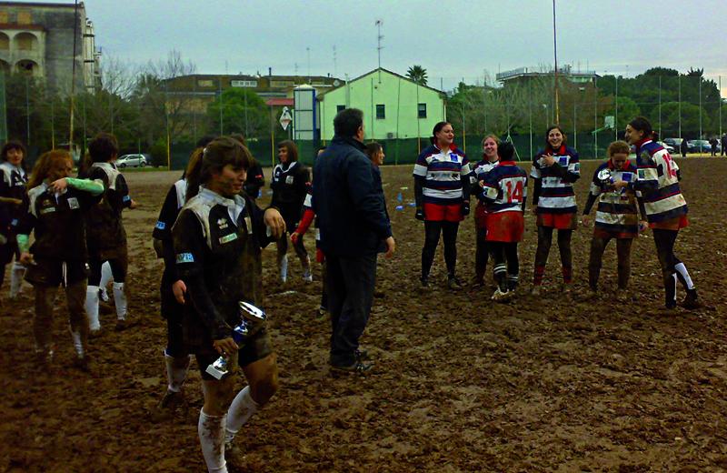 Le ragazze dell'Amatori Ascoli Rugby qui con le colleghe della Legio Picena San Benedetto