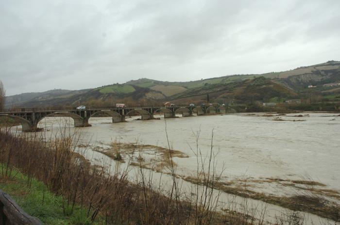 Allagamenti 2 marzo 2011, il ponte sul Tronto a Pagliare 2