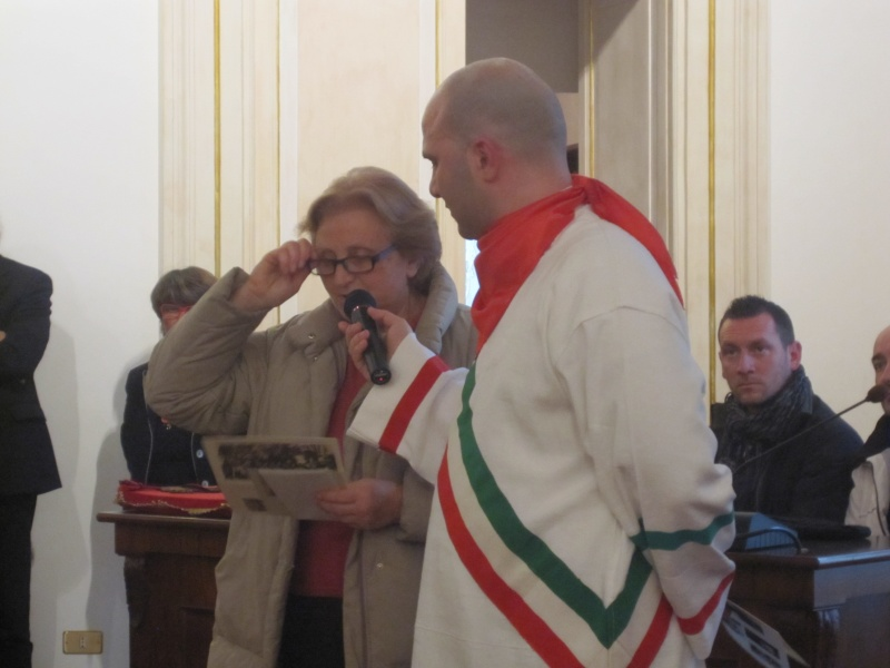 Giovedì Grasso a Offida. Luisella legge la sua poesia