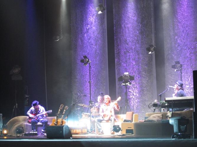 Luciano Ligabue e la sua band durante l'esibizione