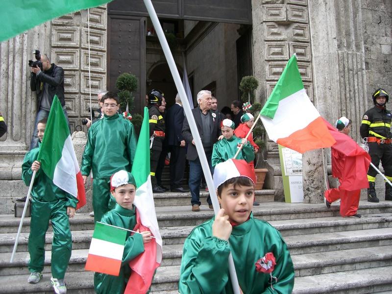 17 marzo: studenti all'uscita da Palazzo dei Capitani