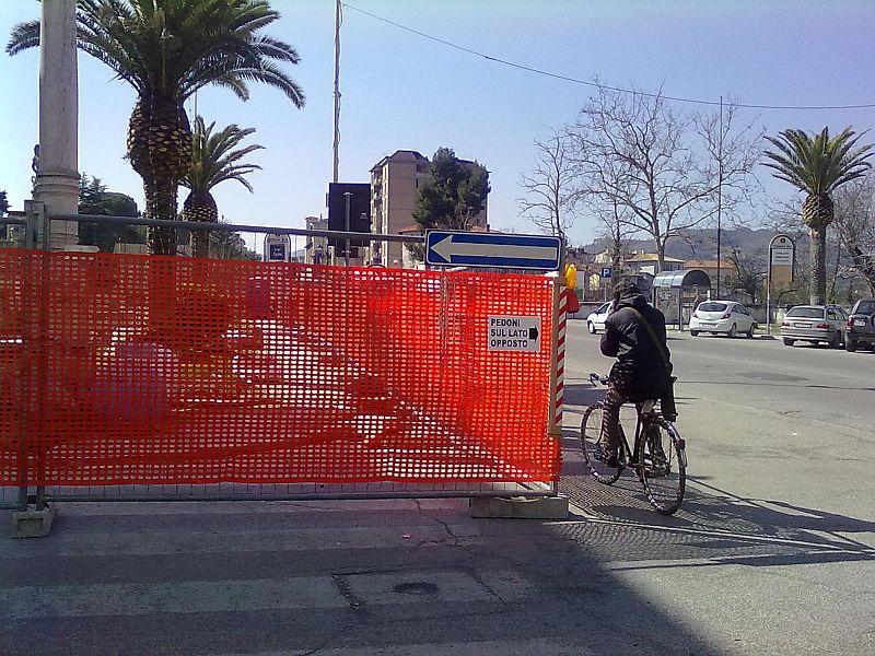 Il cantiere per i lavori di recupero delle fontane di Porta Maggiore