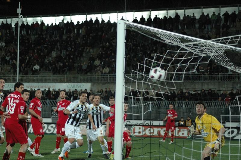 Ascoli-Vicenza, il gol del pareggio (foto Giammusso)