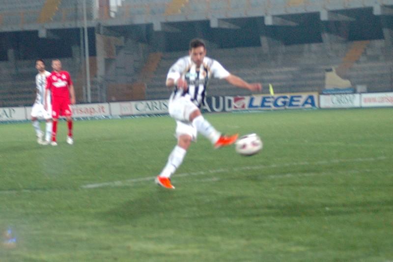 Il tiro di Mendicino per il secondo gol (foto Giammusso)