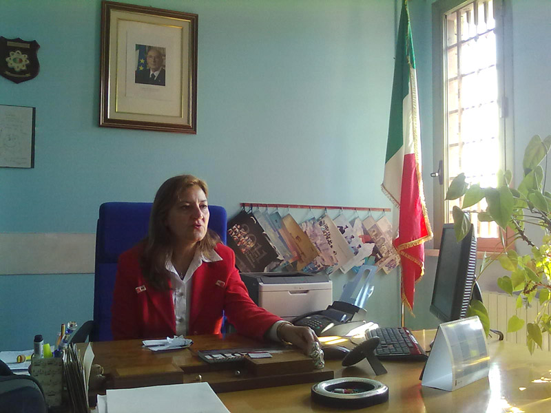 La direttrice del carcere di Marino del Tronto, Lucia Di Feliciantonio, ci riceve nel suo ufficio