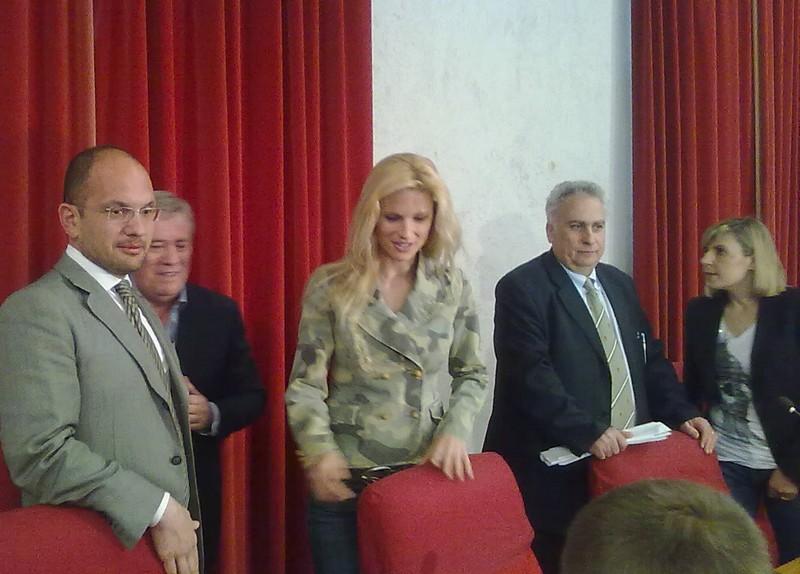 Michelle Hunziker a Palazzo dei Capitani con il sindaco Castelli e l'assessore Aliberti