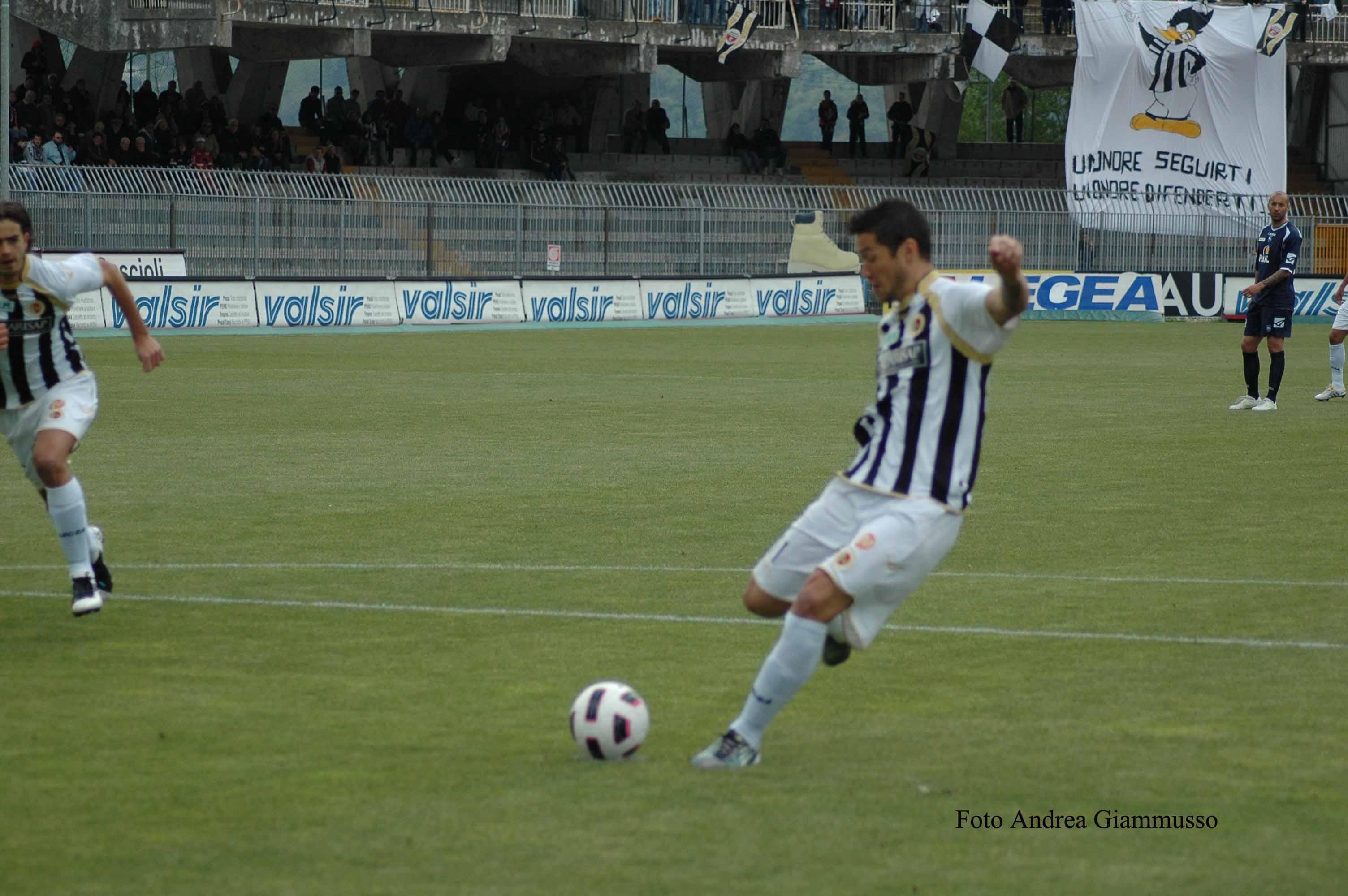 Ascoli-Pescara-Feczesin-sbaglia-dal-dischetto-ph.-Giammusso