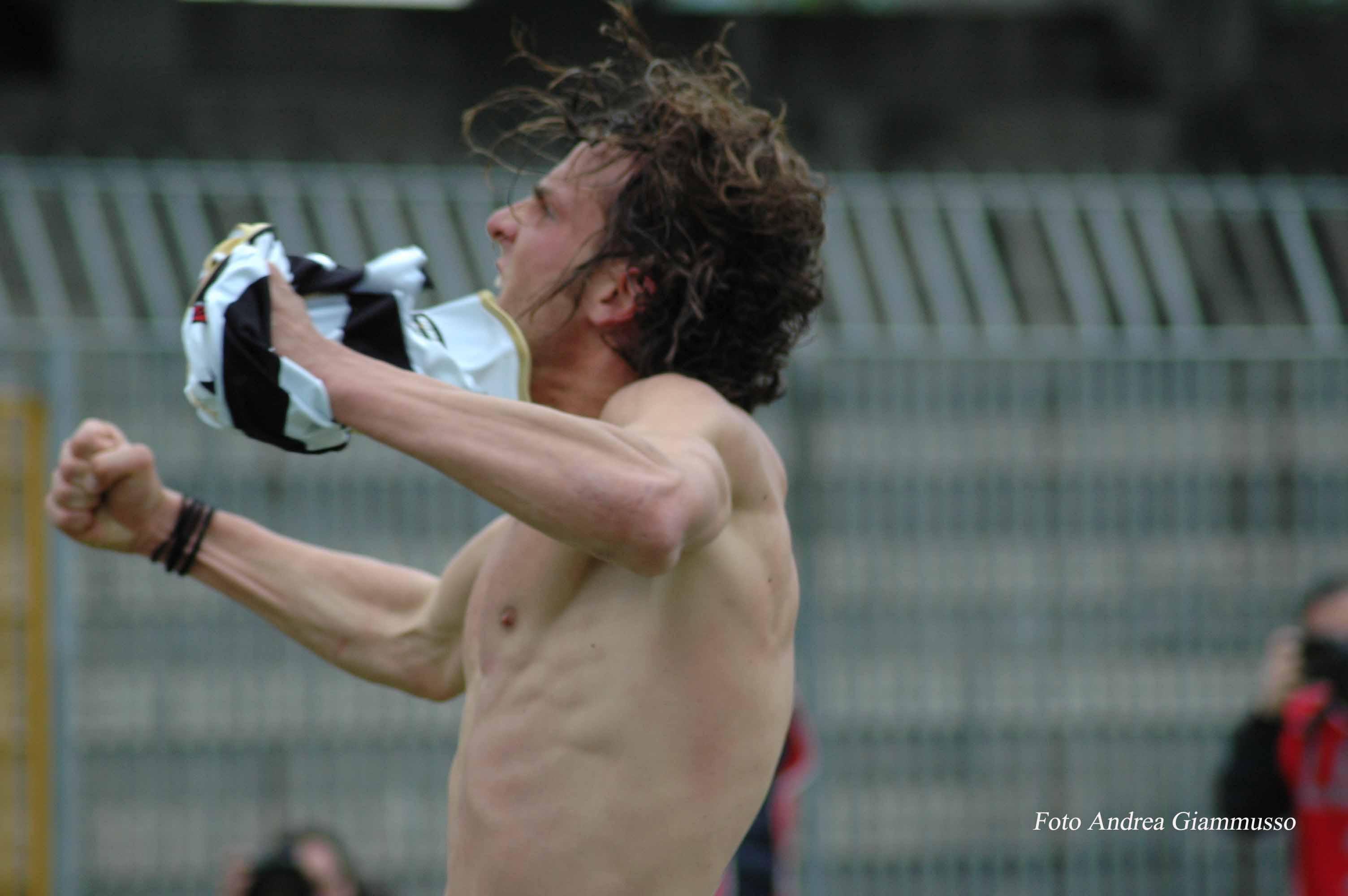 Ascoli-Pescara, Romeo corre sotto la curva (ph. Giammusso)