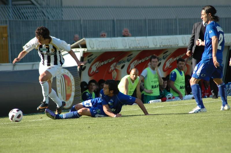 Juan Antonio supera un avversario in velocità (foto Giammusso)