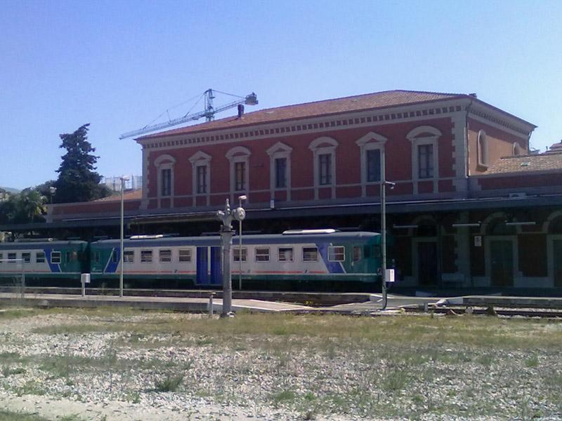 La stazione ferroviaria di Ascoli vista da dietro