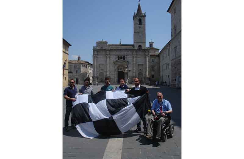 Tifosi bianconeri con Castelli e Brugni in piazza Arringo
