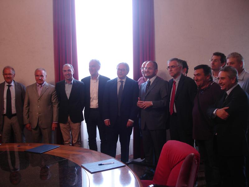 I firmatari del protocollo Ascoli21 Restart Carbon a Palazzo dei Capitani