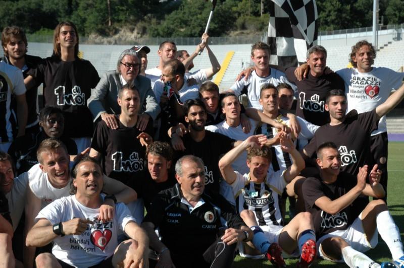 Festa di gruppo per l'Ascoli di Castori (foto Giammusso)