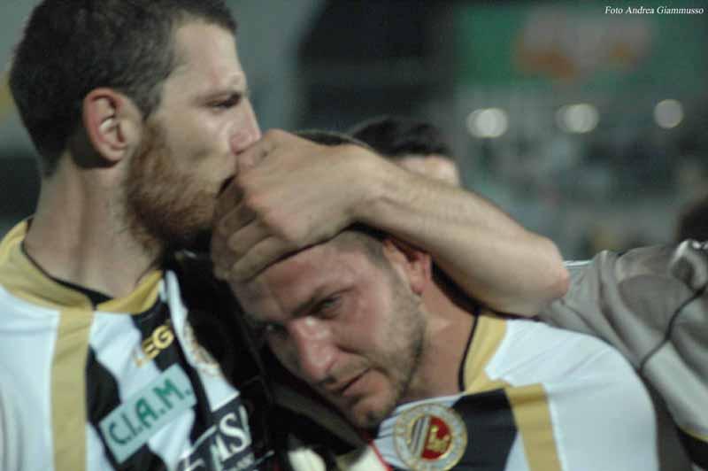 Micolucci in lacrime al termine di Ascoli-Siena 3-2 (foto Giammusso)