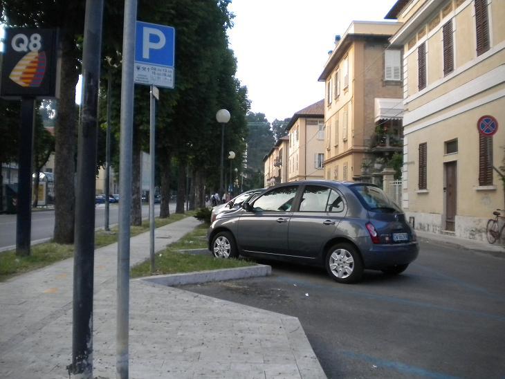 Parcheggi Viale Vellei - campo parignano