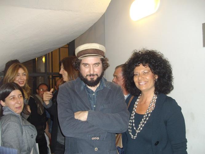 Vinicio Capossela con il consigliere comunale Piera Seghetti