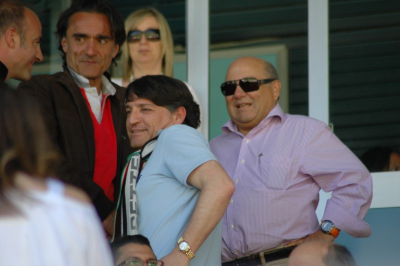 In tribuna il noto avvocato Agostini, Ubaldi e Bellini a destra (foto Giammusso)