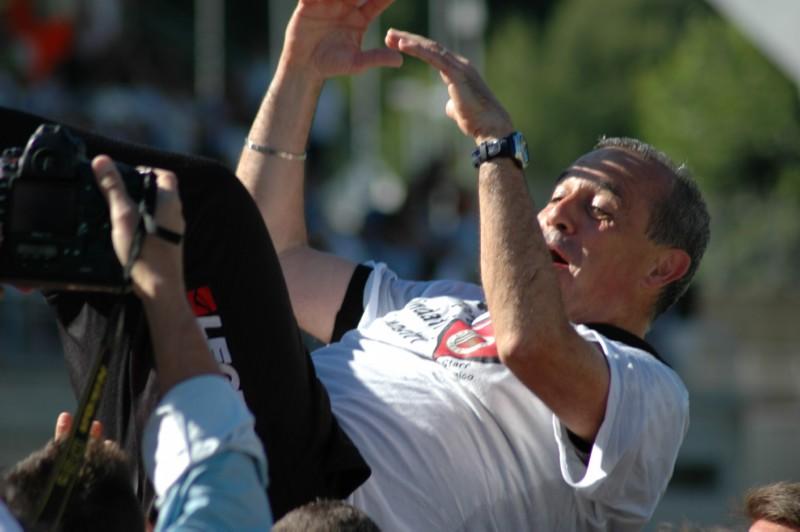 Castori lanciato in aria: l'Ascoli fa festa per la salvezza (foto Giammusso)