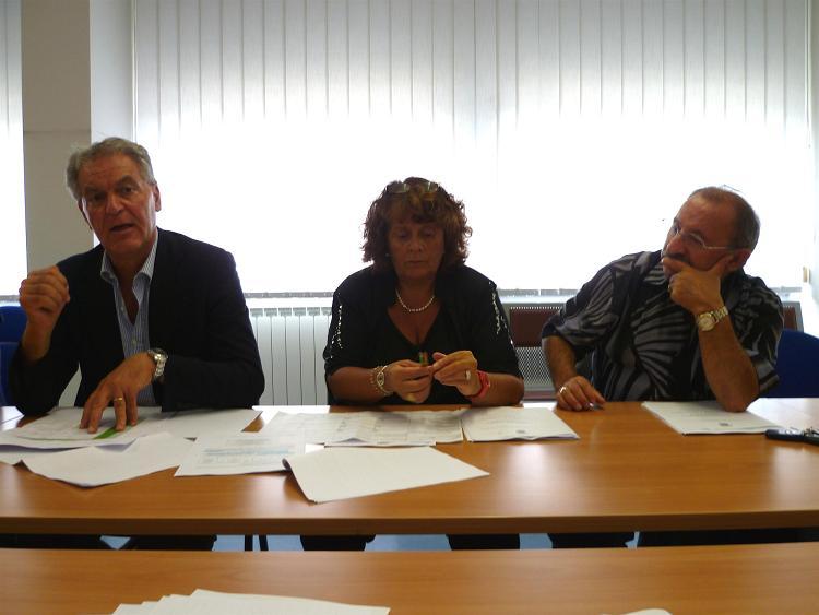 Il presidente della Provincia Celani, la dirigente del settore Formazione-Lavoro Matilde Menicozzi, l'assessore Aleandro Petrucci (foto d'archivio)