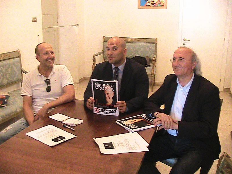 Pier Mario Maravalli, il sindaco Lucciarini e l'assessore Casagrande annunciano lo spettacolo di Crozza
