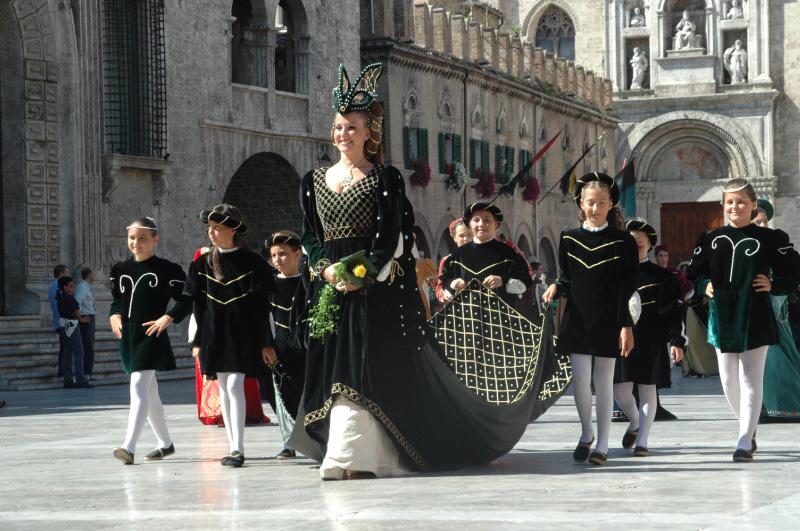 Maria Elena Sarti, dama di Porta Maggiore alla Quintana 2010 (foto Giuseppe Troiani)