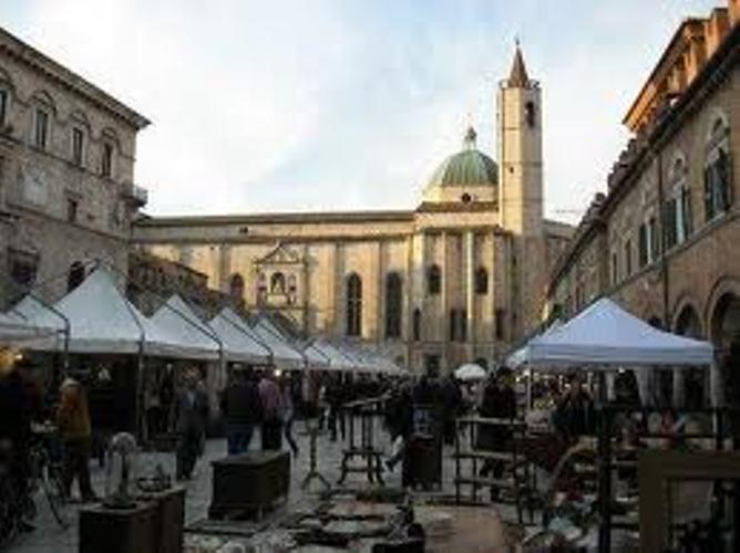 mercatino antiquario in Piazza del Popolo