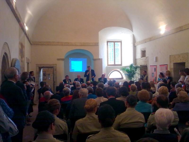 Forte Malatesta: il presidente della Camera di Commercio Adriano Federici durante l'inaugurazione della mostra sui merletti antichi piceni