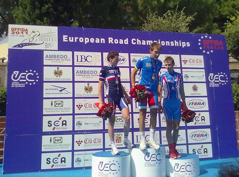Offida2011. Alberto Bettiol campione europeo nella cronometro juniores: con lui sul podio il francese Gougeard e il russo Rybalkin