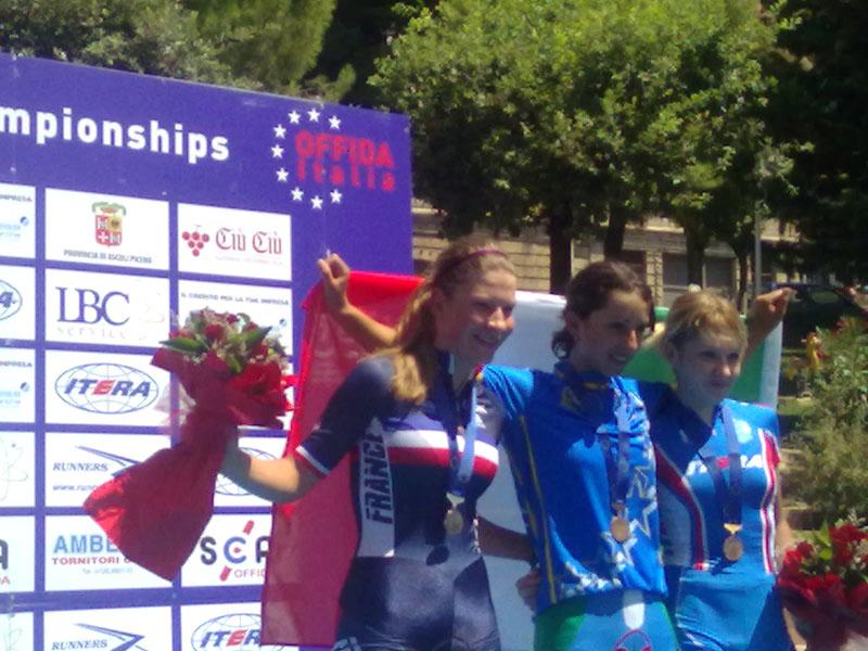 Offida2011, venerdì mattina: Rossella Ratto sul primo gradino del podio con la francese Mathilde Favre e Svetlana Kashirina. La gara era quella della Crono Juniores