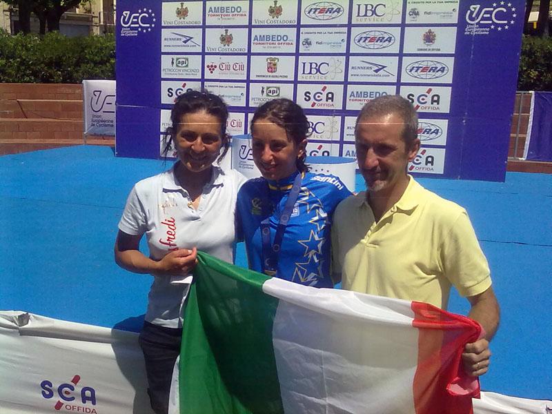 Venerdì scorso, Offida2011: la neo campionessa europea juniores Rossella Ratto festeggia con il tricolore e i suoi genitori