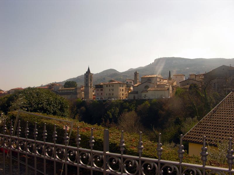 Uno scorcio di Ascoli, vista dalla cinta esterna al centro storico