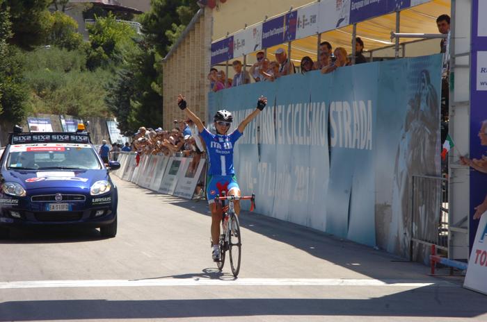 Offida2011: Rossella Ratto taglia il traguardo della gara junior su Strada (foto Troiani)