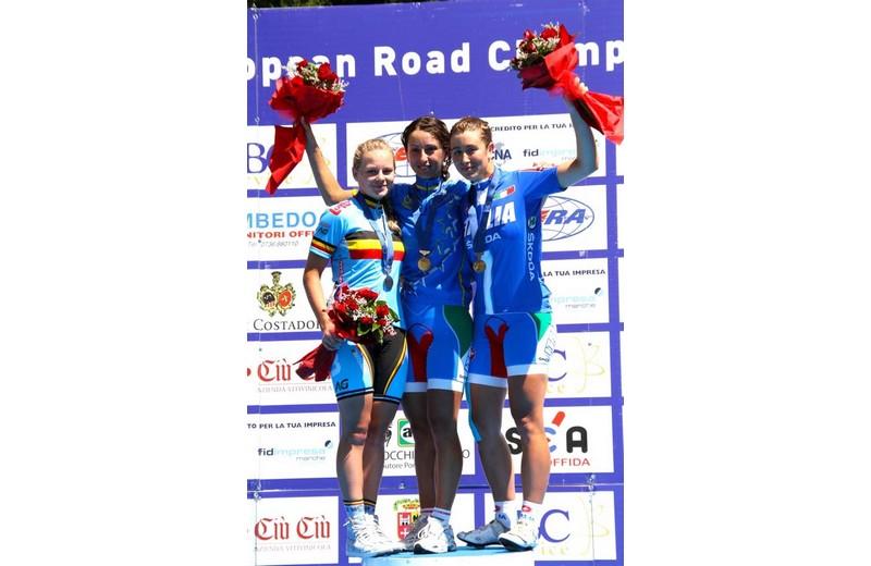 Offida2011: Rossella Ratto sul podio della gara su strada juniores. Al secondo posto si è piazzata la belga Jessy Druyts ed al terzo l'italiana Chiara Vannucci