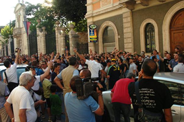 La protesta degli ultras ascolani domenica pomeriggio (foto Troiani)
