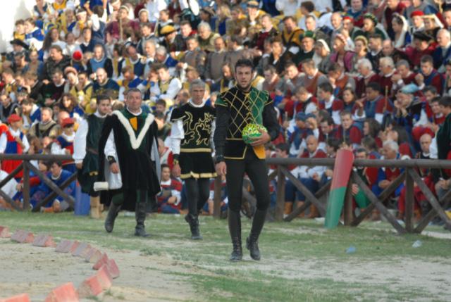 Quintana agosto 2011 (foto Troiani): il cavaliere di Porta Maggiore