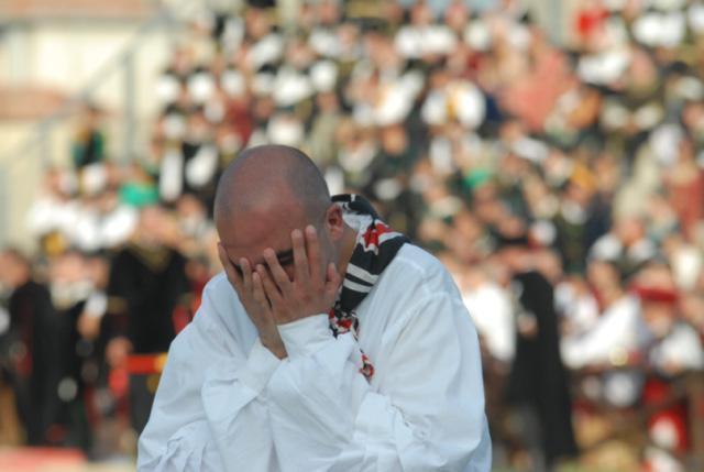 Quintana agosto 2011 (foto Troiani): il pianto di Porta Tufilla per l'accaduto al cavallo