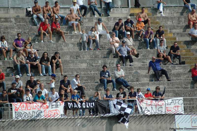 Giovani tifosi al Del Duca in Ascoli-Verona (ph. Giammusso)