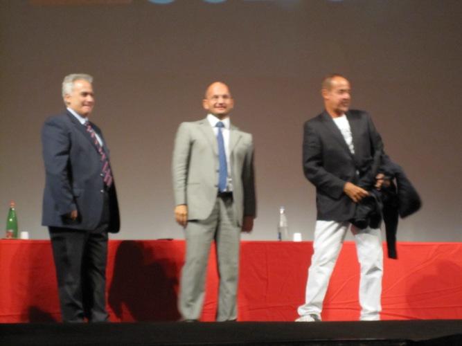 L'assessore Davide Aliberti, il sindaco Guido Castelli e Massimo Lopez alla conferenza di presentazione della stagione di prosa 2011/2012