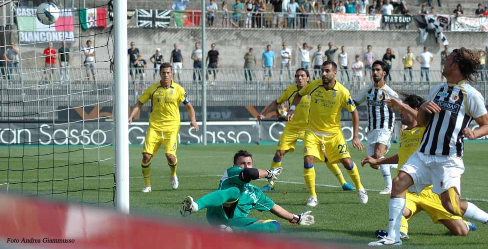 Il gol del vantaggio bianconero contro il Verona (ph. Giammusso)