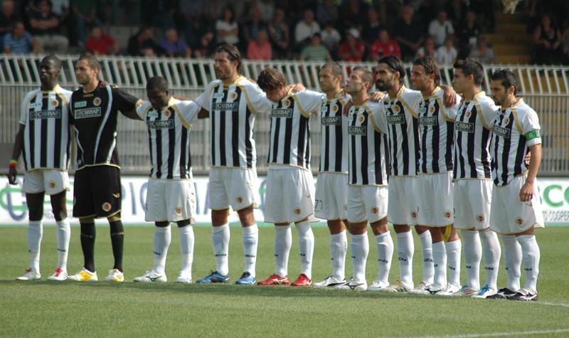La squadra a centrocampo prima di Ascoli-Verona 1-2 (ph. Giammusso)
