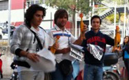 Non siamo polli in gabbia, sit - in di Avanguardia studentesca ad Ancona (ph. Vivere Ancona)