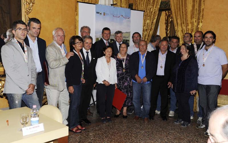 Foto di gruppo per i vivaisti piceni di ritorno da Euroflora 2011