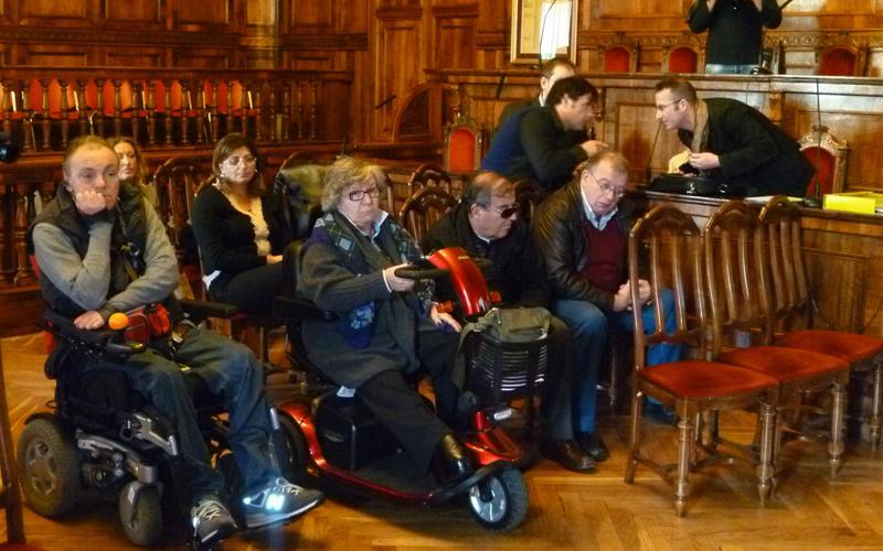 Alcuni fra i presenti durante l'illustrazione del progetto pilota sulla mobilità alternativa lungo la tratta Ascoli-San Benedetto