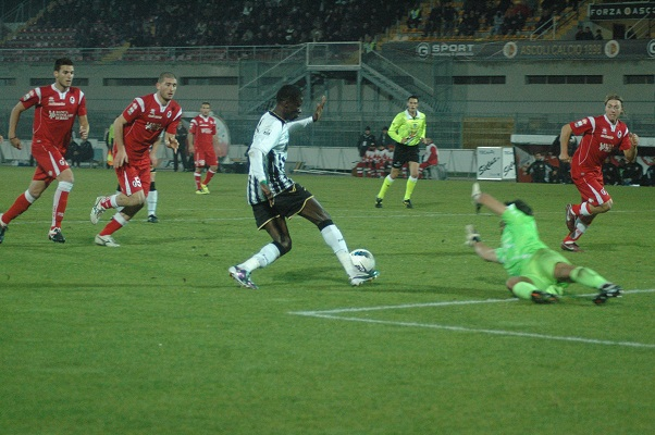Ascoli-Bari gol Papa Waigo. Foto Giammusso