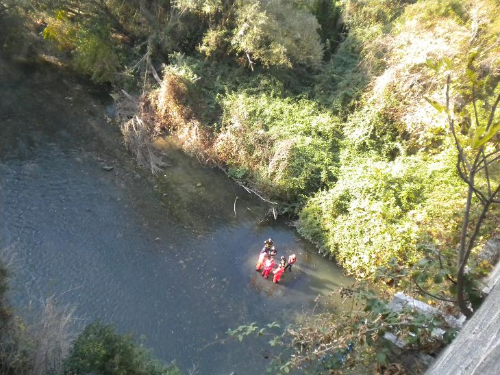 Soccorsi al giovane trovato sul fiume 001