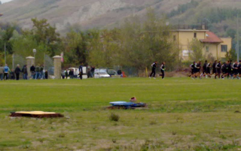 Tifosi contestrano durantre l'allenamento dell'Ascoli del 2 novembre