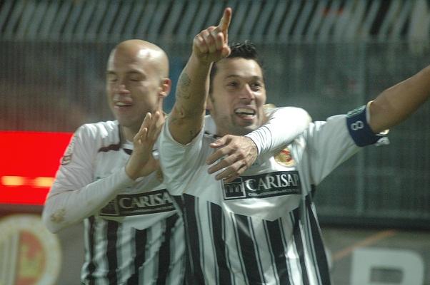 Di Donato dopo il gol al Bari(Foto Giammusso)